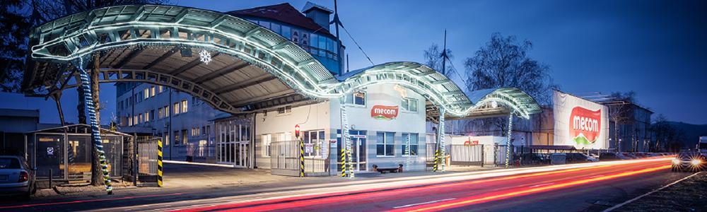 EDI központosítás a MECOM GROUP-nál - a húsfeldolgozó épülete kivilágítva