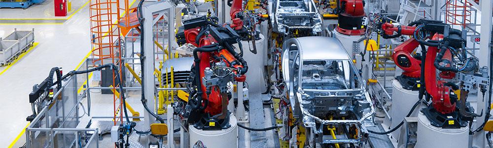 EDI kulcsfontosságú az autógyártás során, robotok, gyártósor